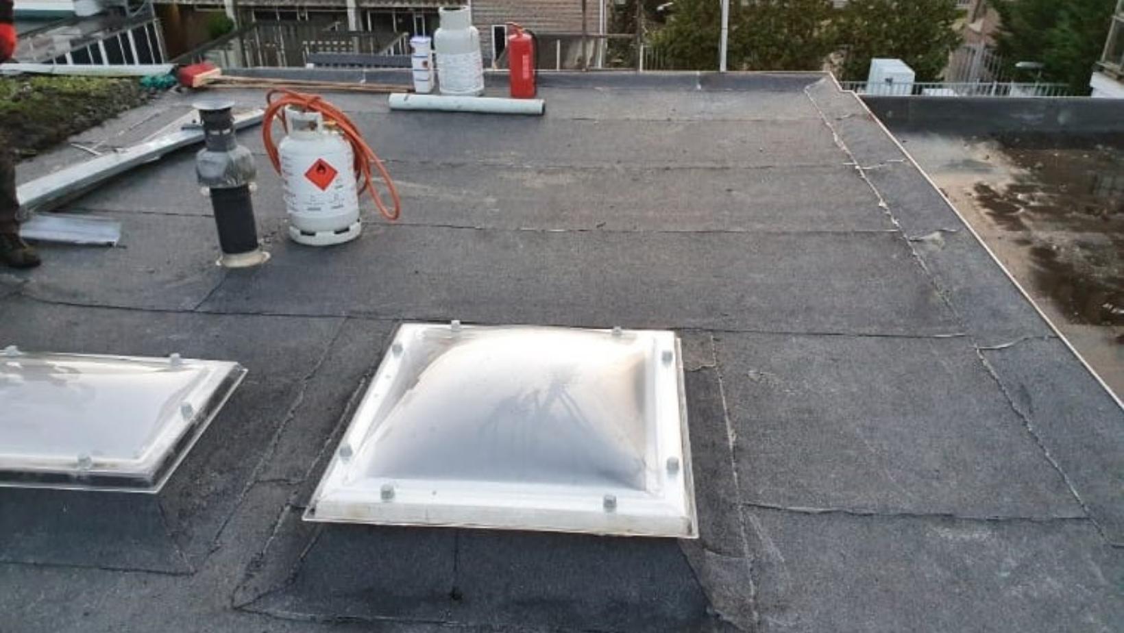 HS Dakdekker - Bitumen dak met dakramen vernieuwen